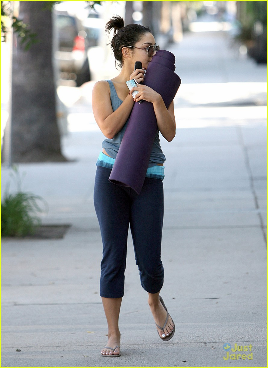vanessa hudgens lunch kim 01