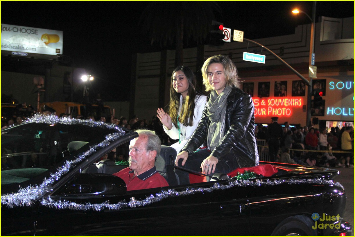ashley argota erin sanders parade 02