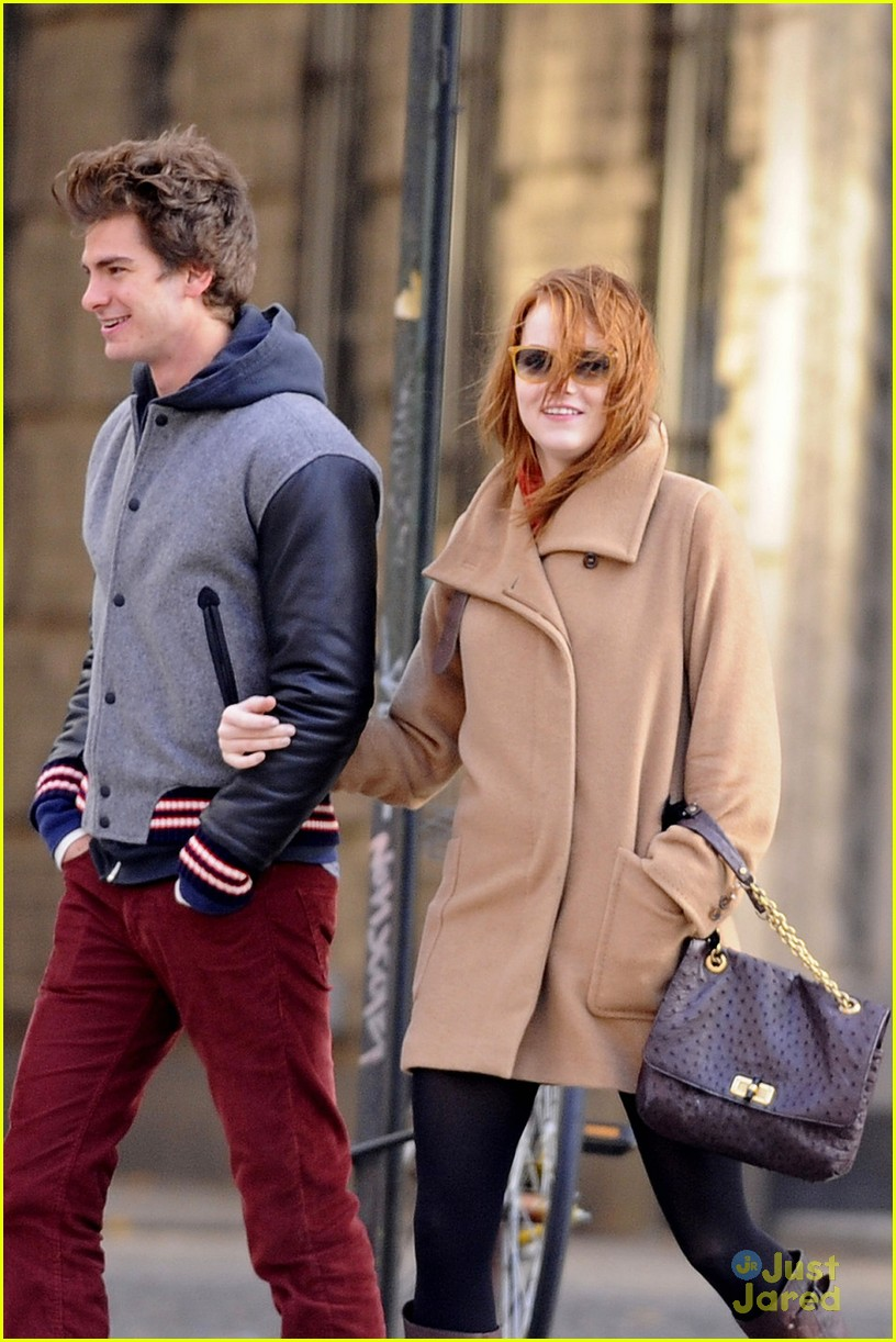 emma stone andrew garfield walk 05