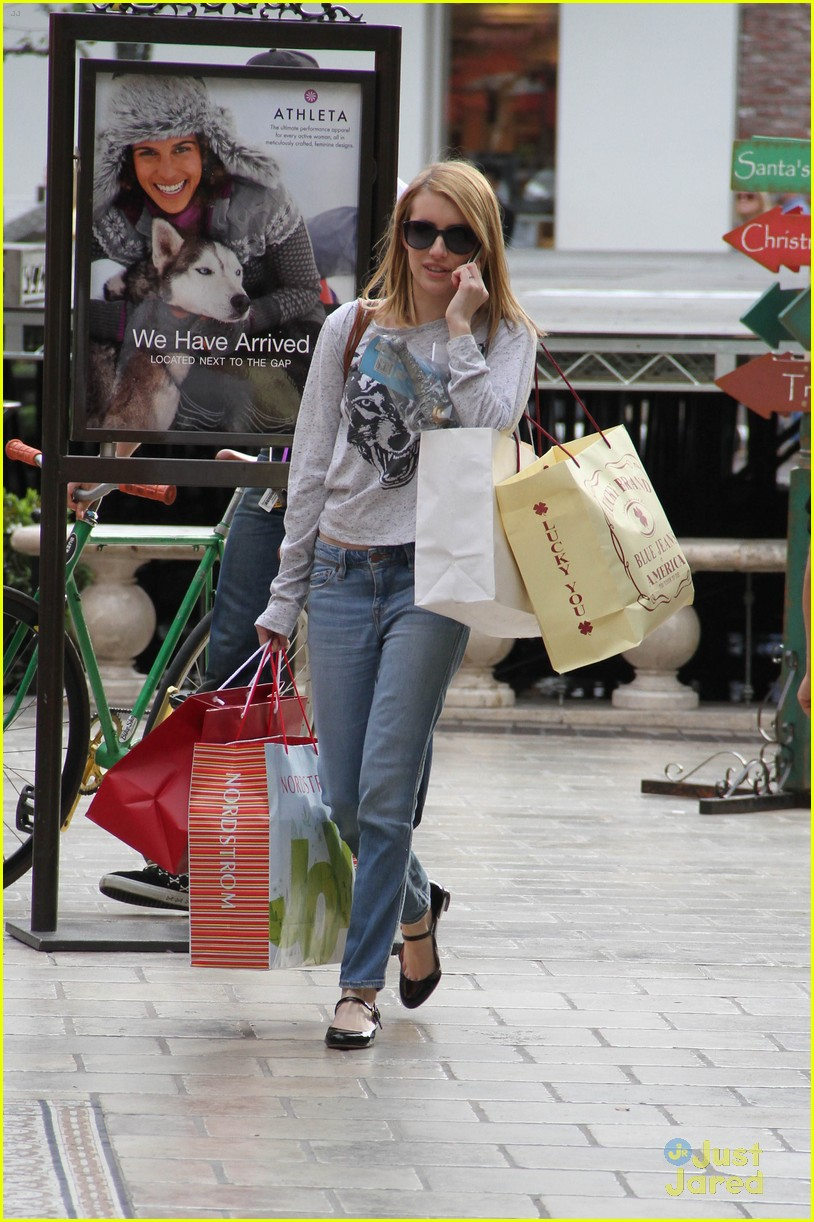 emma roberts holiday shopper 02