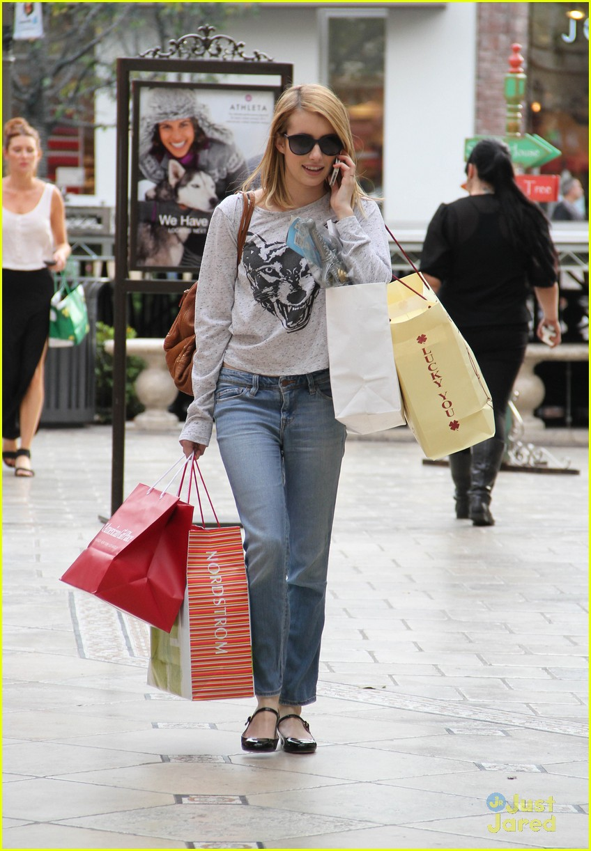 emma roberts holiday shopper 06