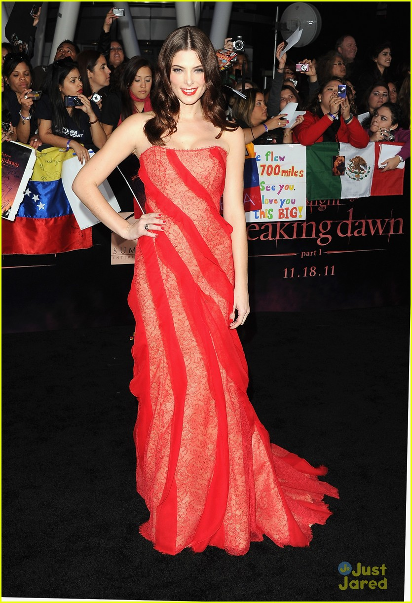 ashley greene bd premiere 04