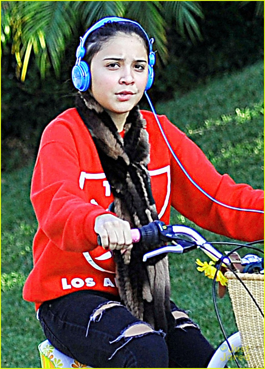 stella hudgens bike thanksgiving 01
