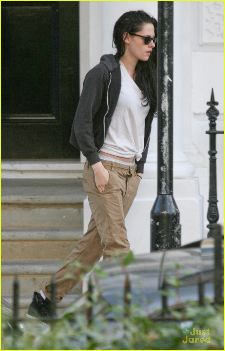 kristen stewart off to set 02