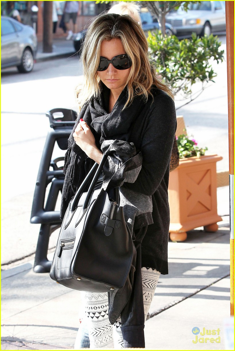 ashley tisdale mikayla lunch 01