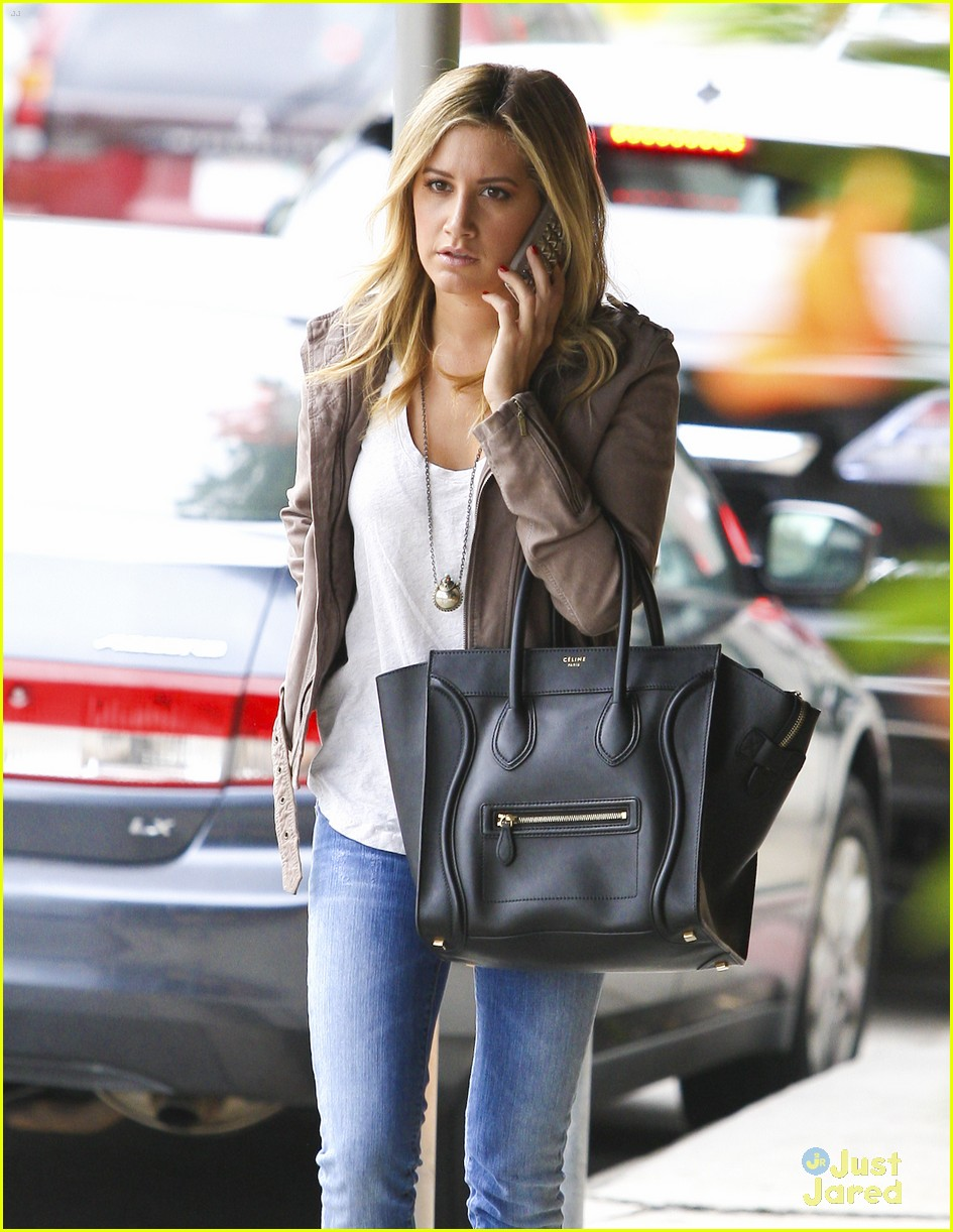 ashley tisdale bus mtg 04