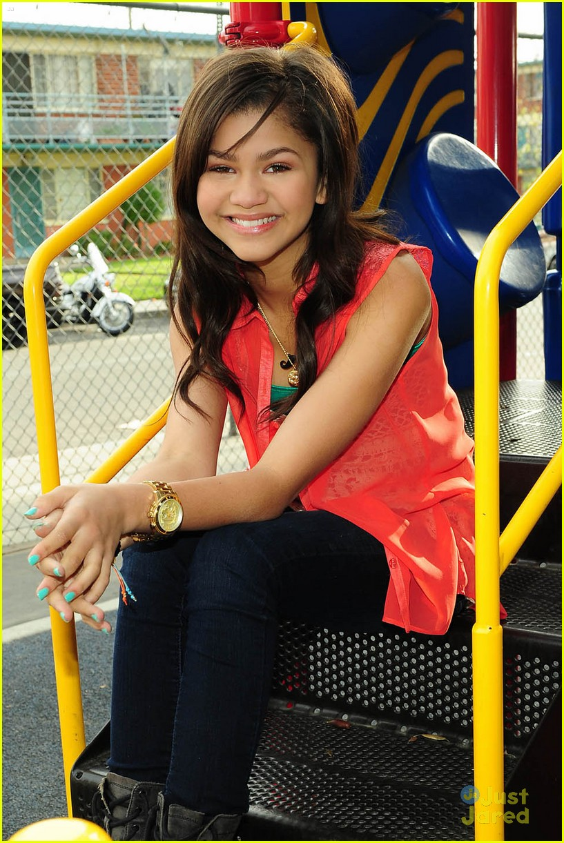 zendaya backpack delivery 02