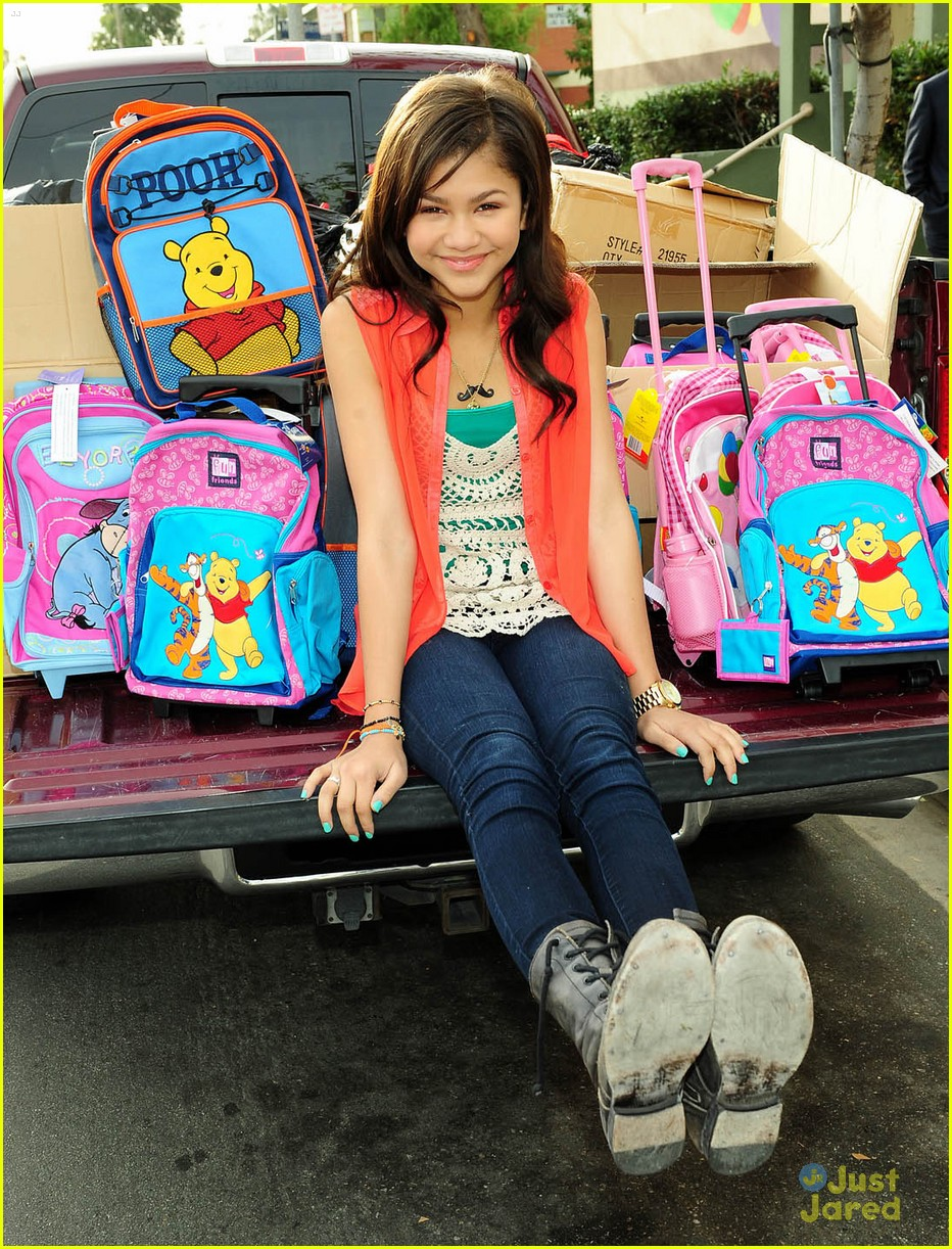zendaya backpack delivery 06