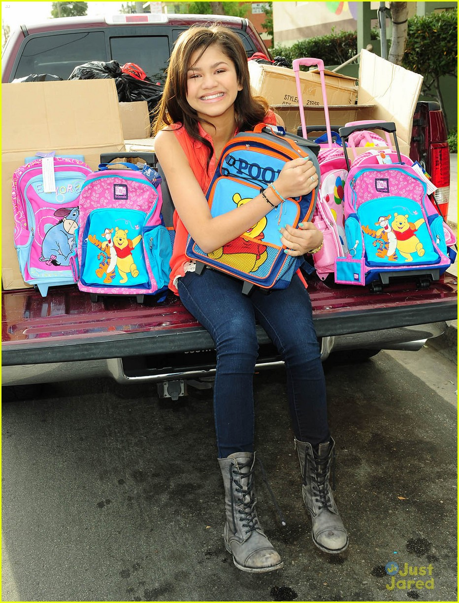 zendaya backpack delivery 16