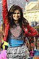 Bella-zendaya-parade bella thorne zendaya disney parade 04