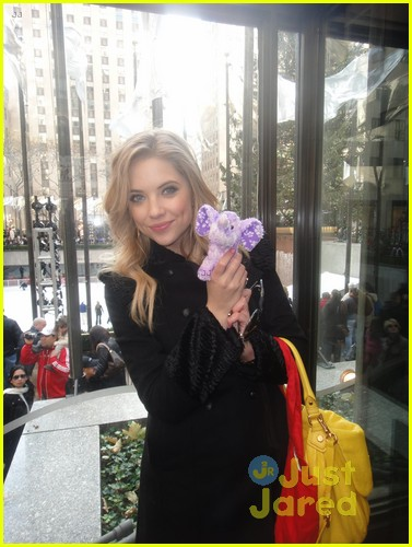 lucy hale ashley benson pretty little elephants 02
