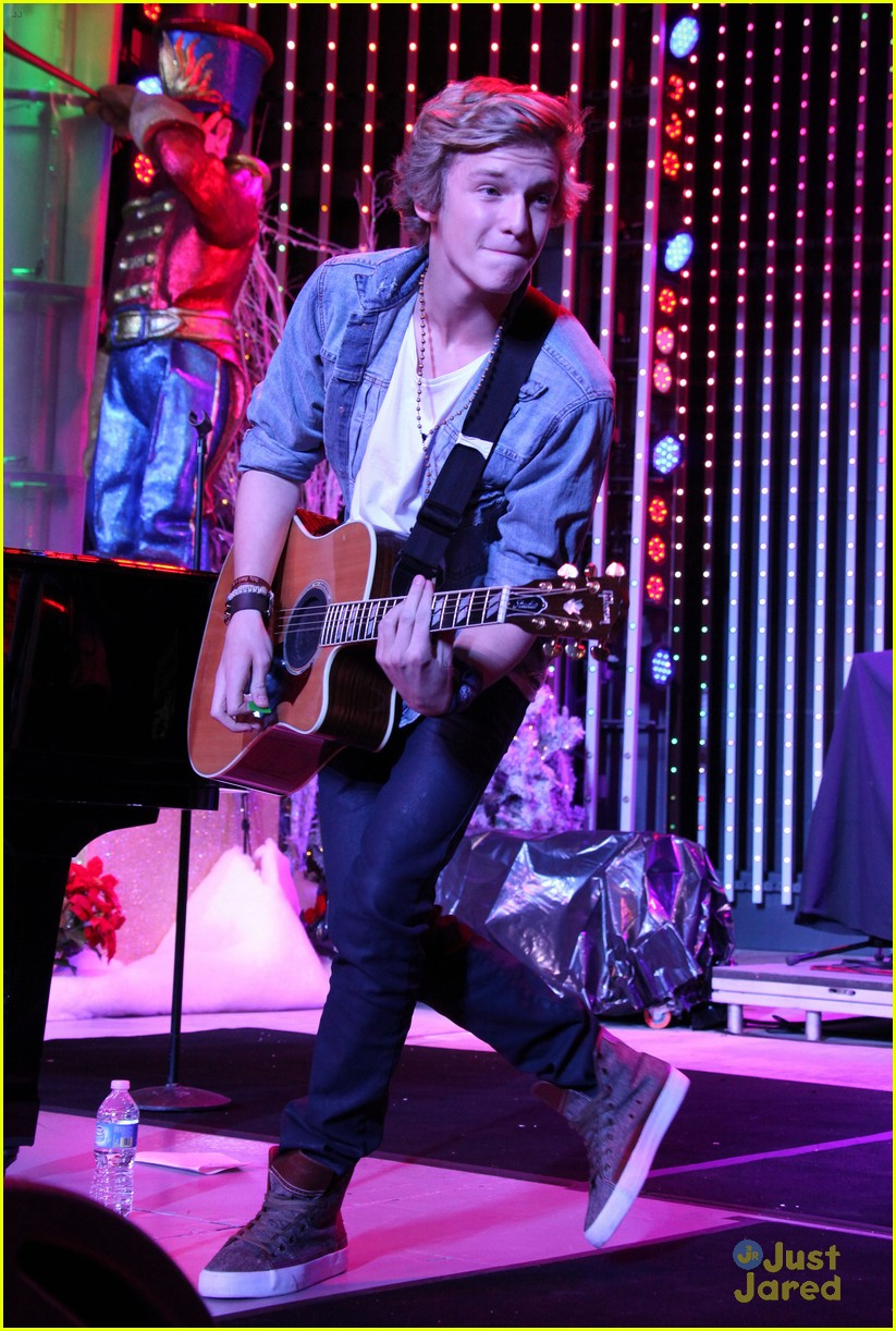 cody simpson kettle concert 03