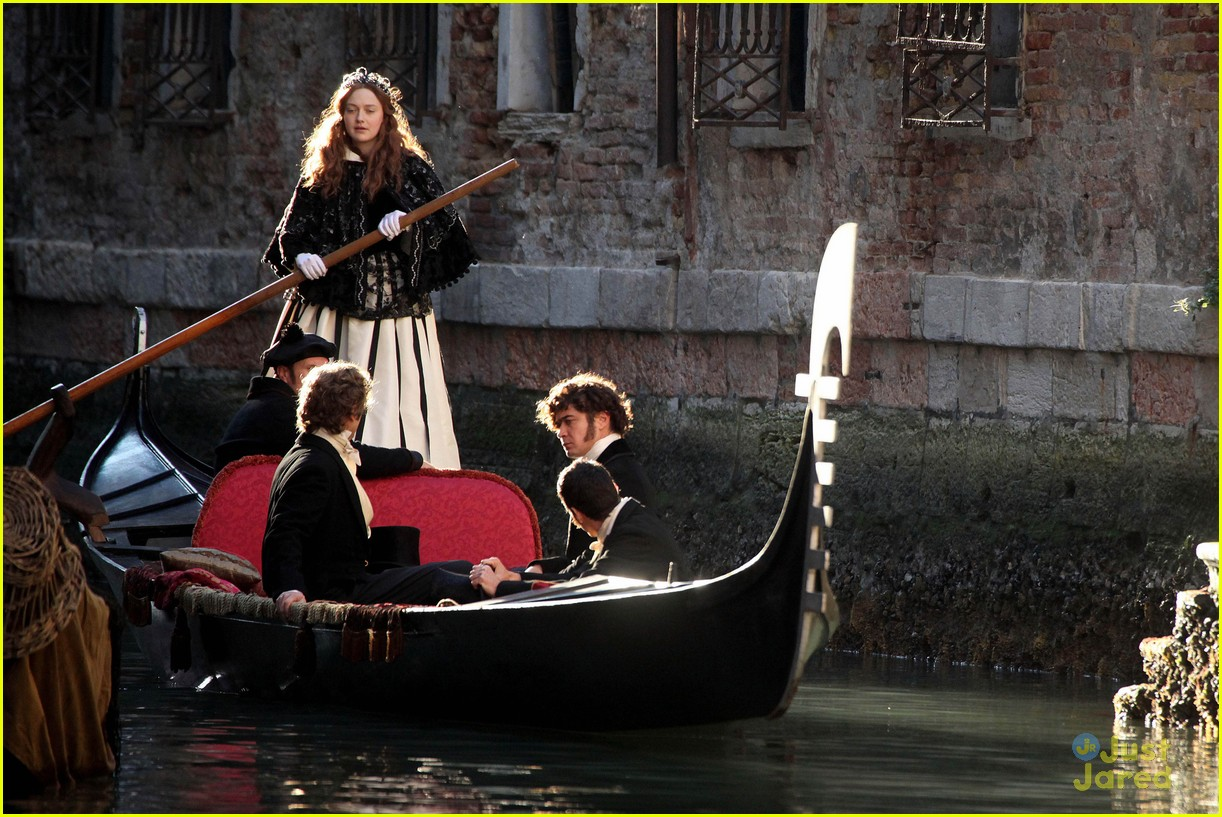 dakota fanning gondolier 06