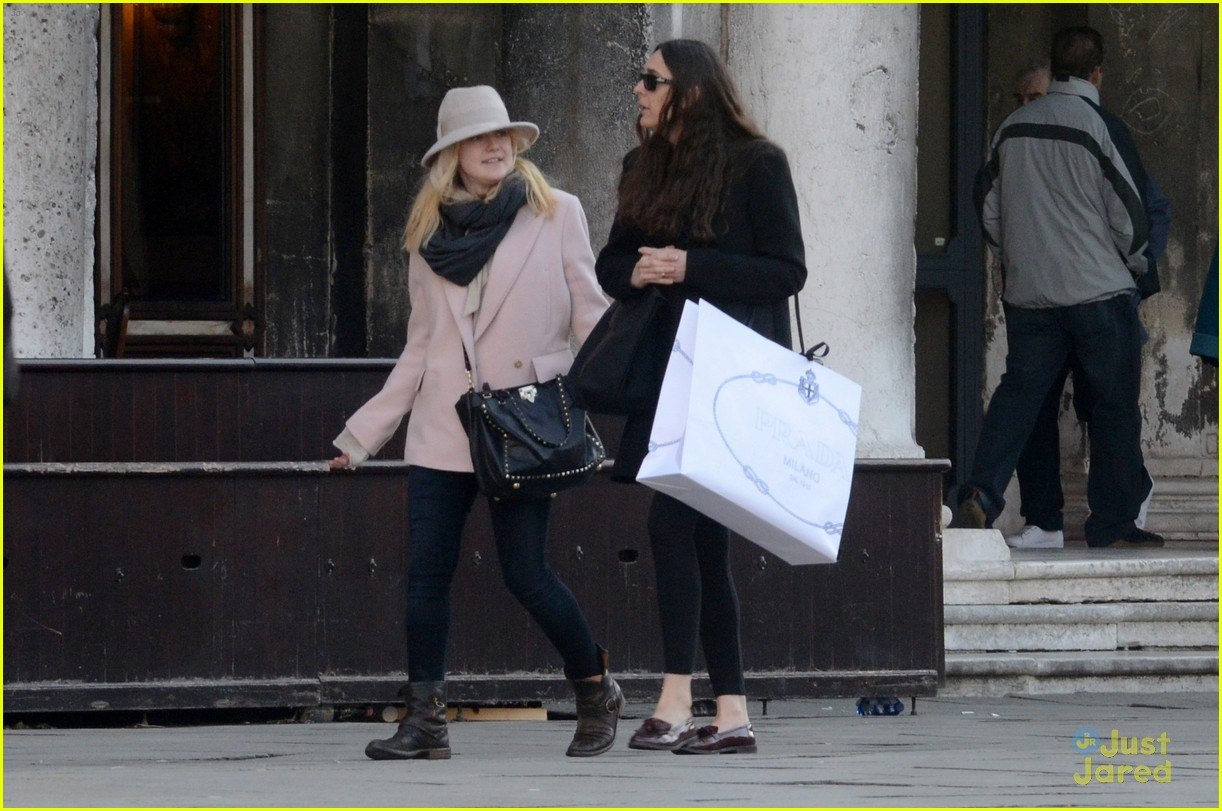 Dakota Fanning: Shopping in Venice! | Photo 451384 - Photo Gallery ...