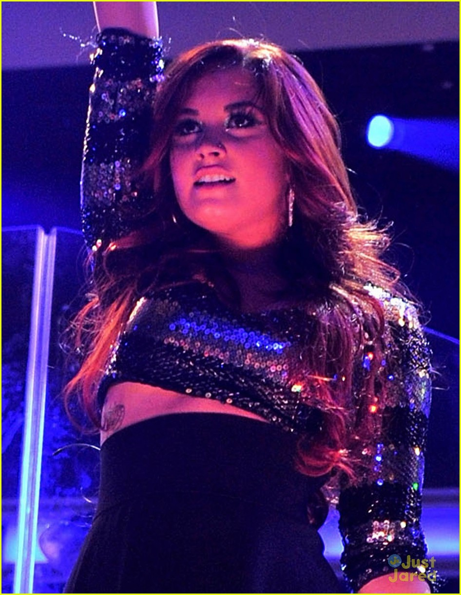 demi lovato z100 jingle ball performer 04