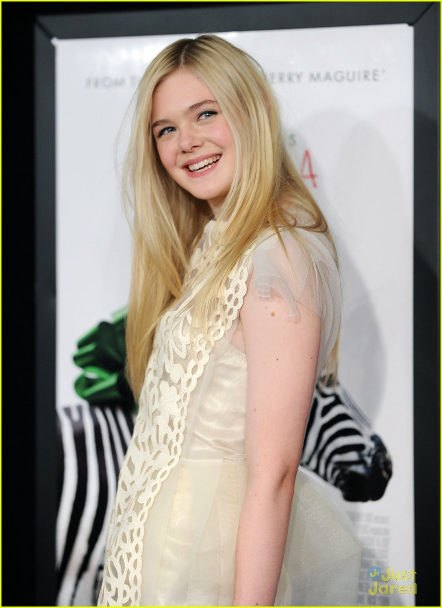 elle fanning zoo premiere 00