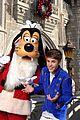 Justin-parade justin bieber disney parks 01