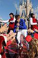 Justin-parade justin bieber disney parks 04