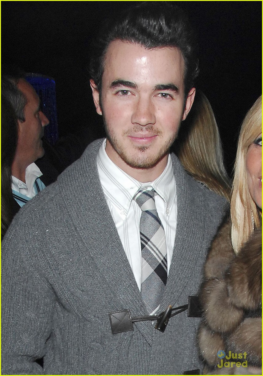 kevin jonas blood foundation 01