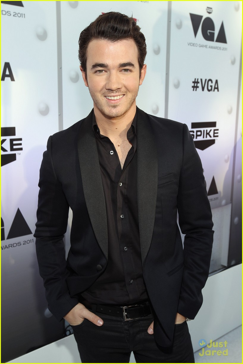 kevin jonas mother