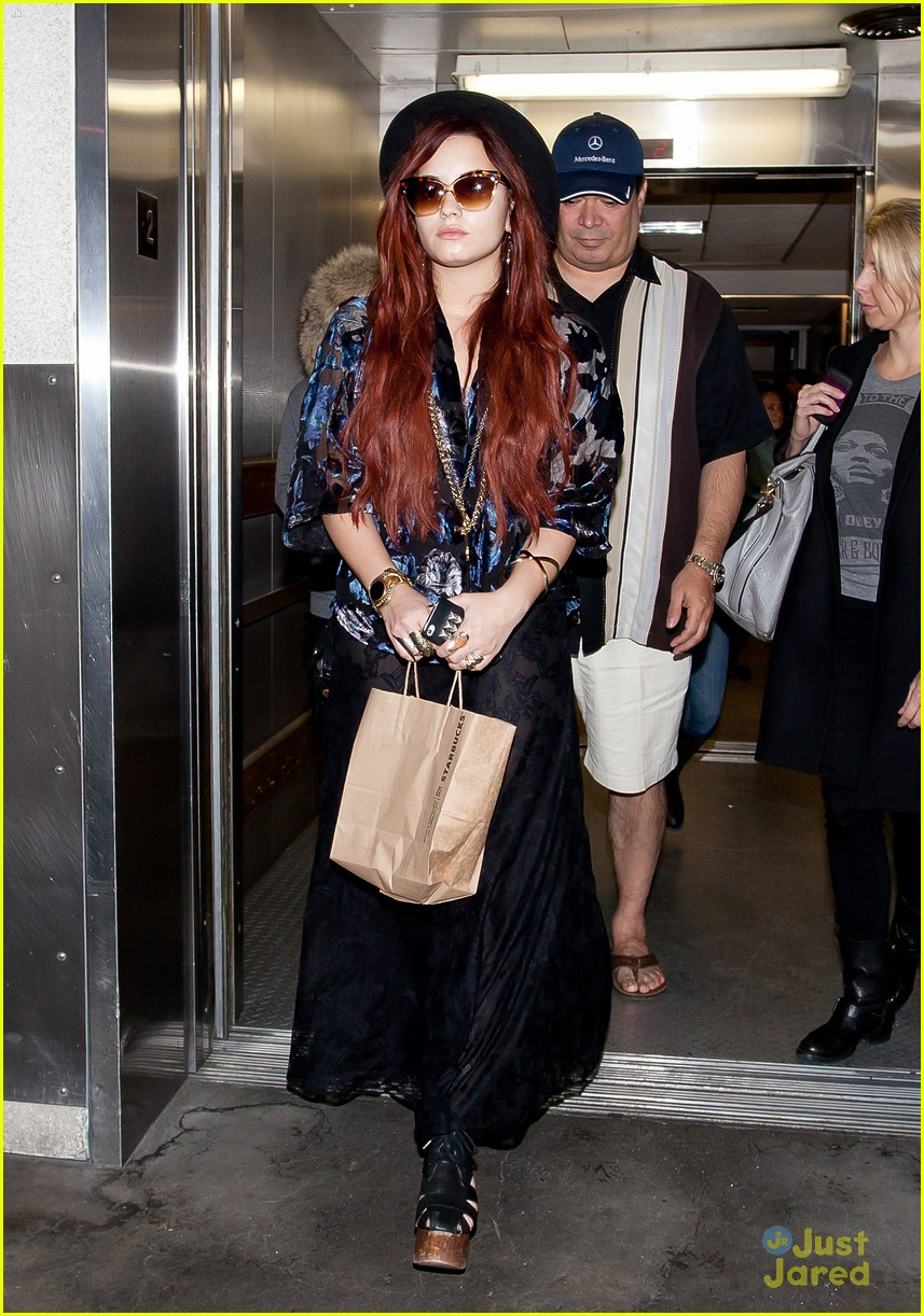 demi lovato lands lax 02