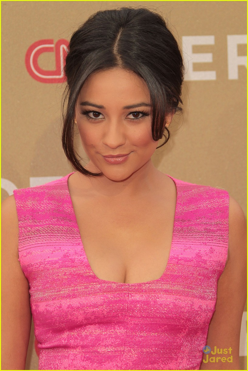 shay mitchell cnn heroes 09