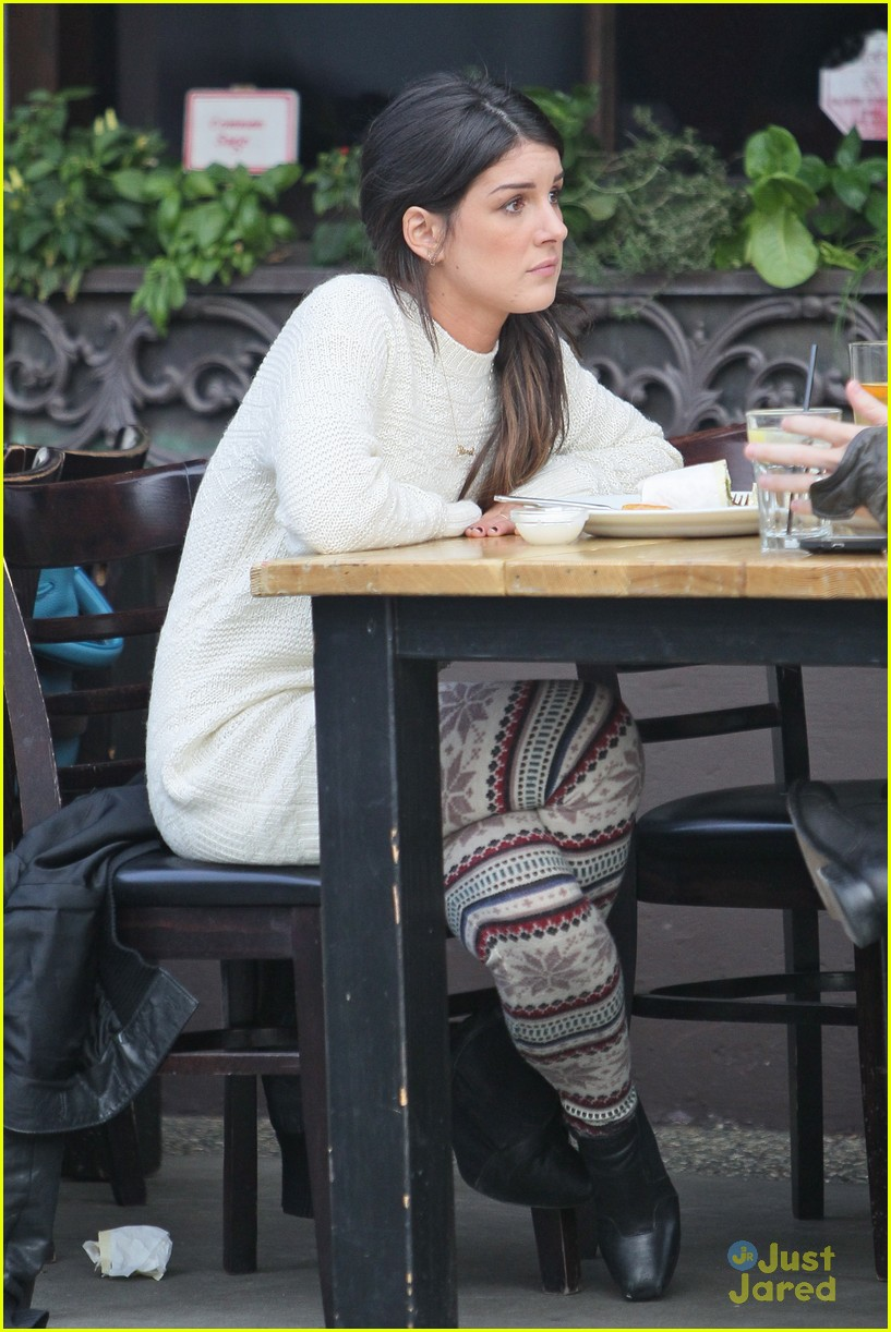 shenae grimes toast lunch 02