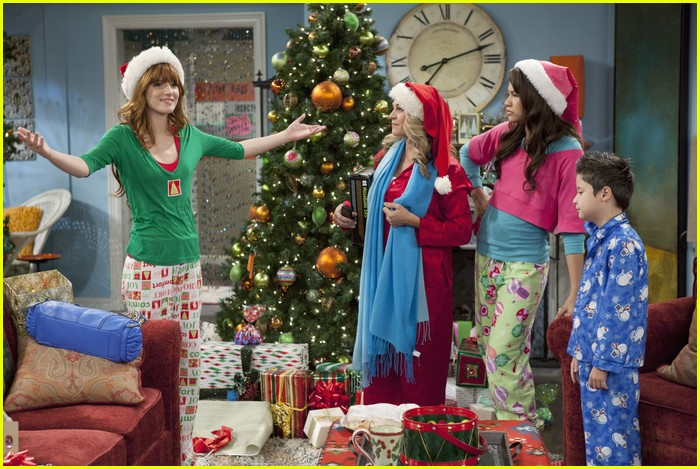Bella Thorne & Zendaya 'Shake Up' The Holidays | Photo 451693 ...