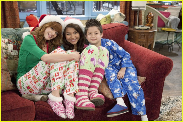 Bella Thorne & Zendaya 'Shake Up' The Holidays | Photo 451694 ...