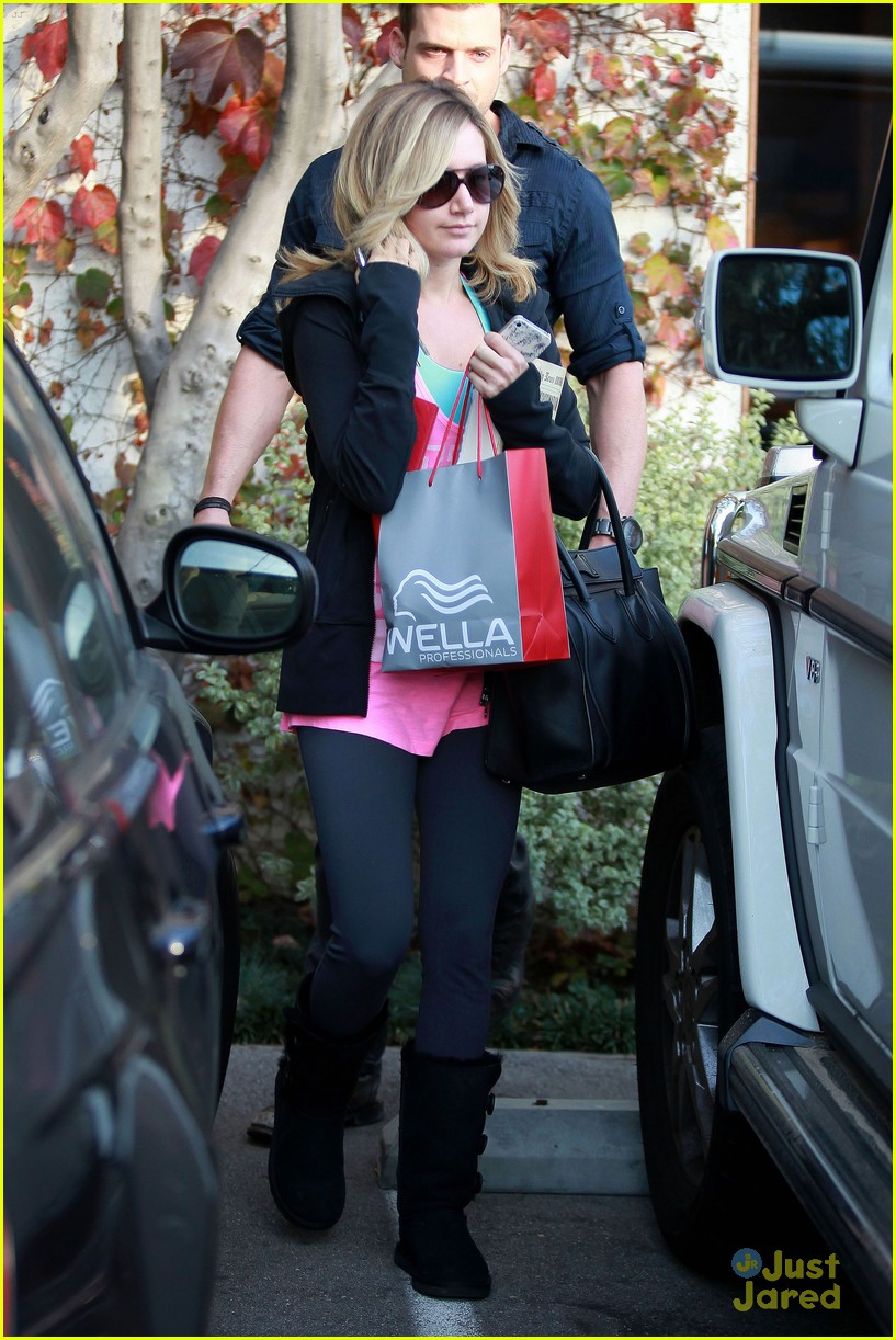 ashley tisdale salon stop 01