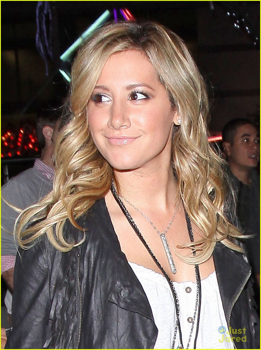 ashley tisdale staples center 03