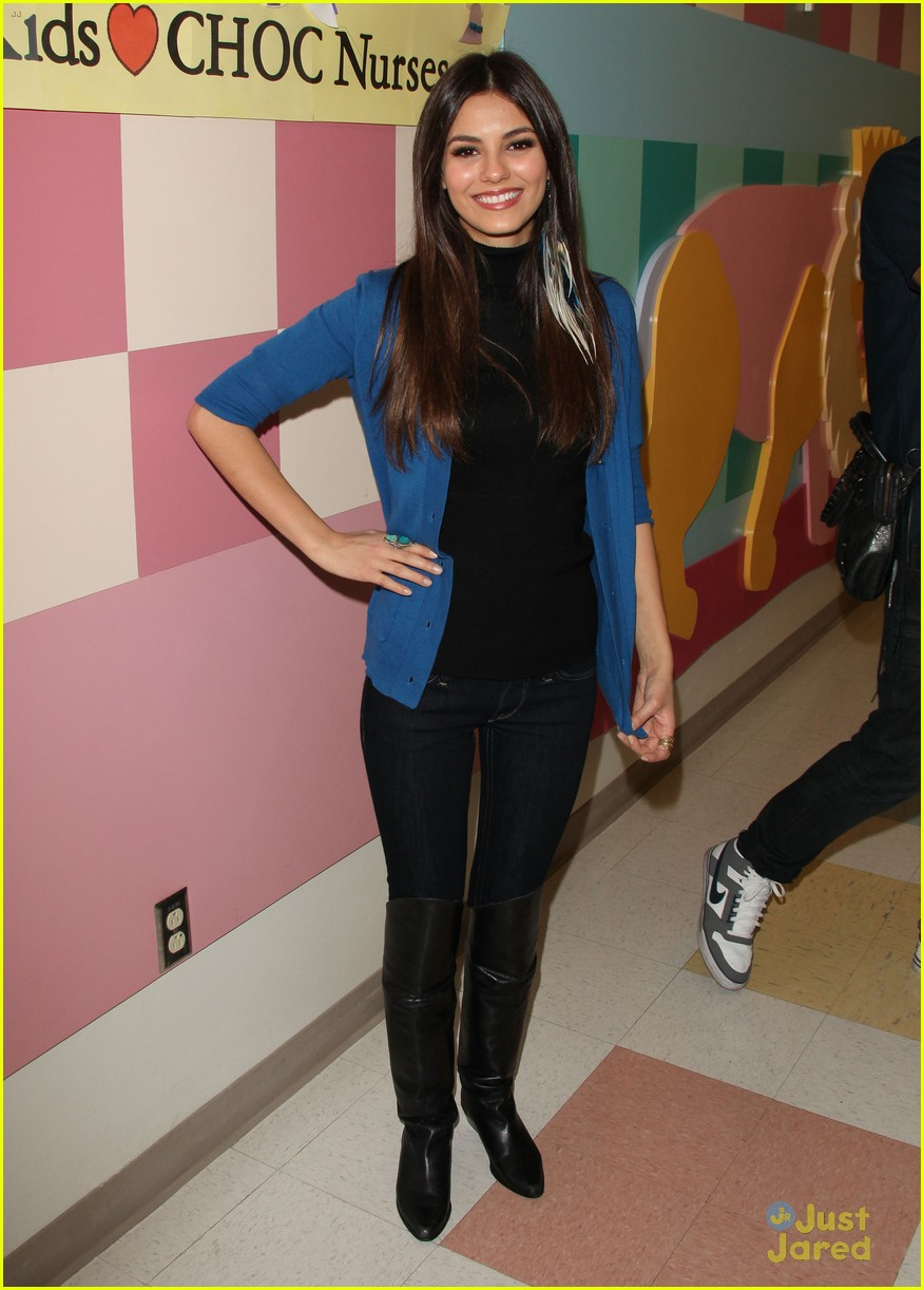 victoria justice choc visit 02