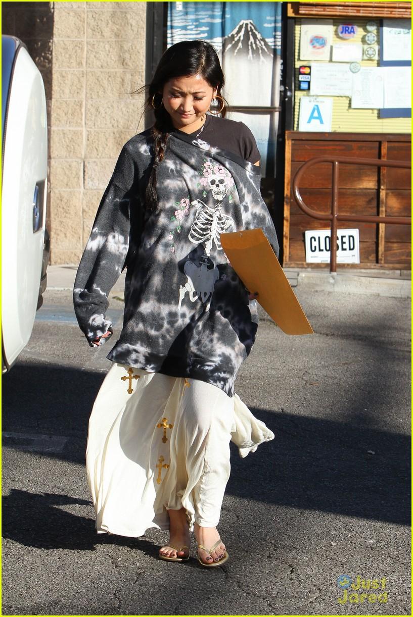 brenda song skull sweater 04