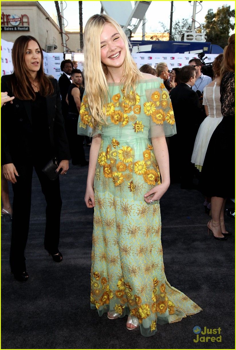 elle fanning critics choice 12
