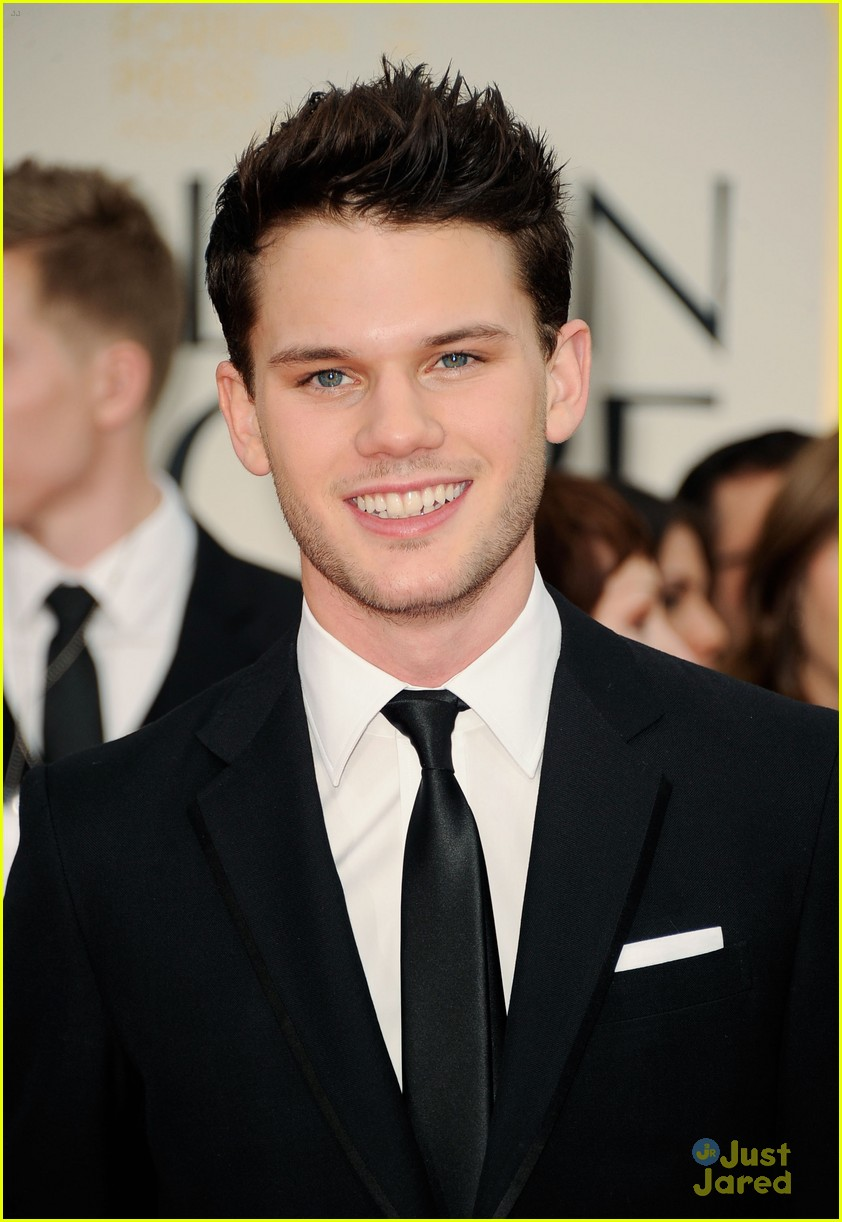jeremy irvine uk critics choice 14