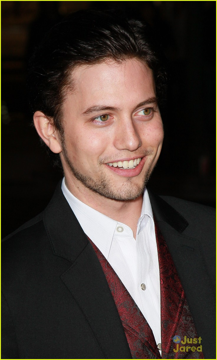 jackson rathbone the grey 01