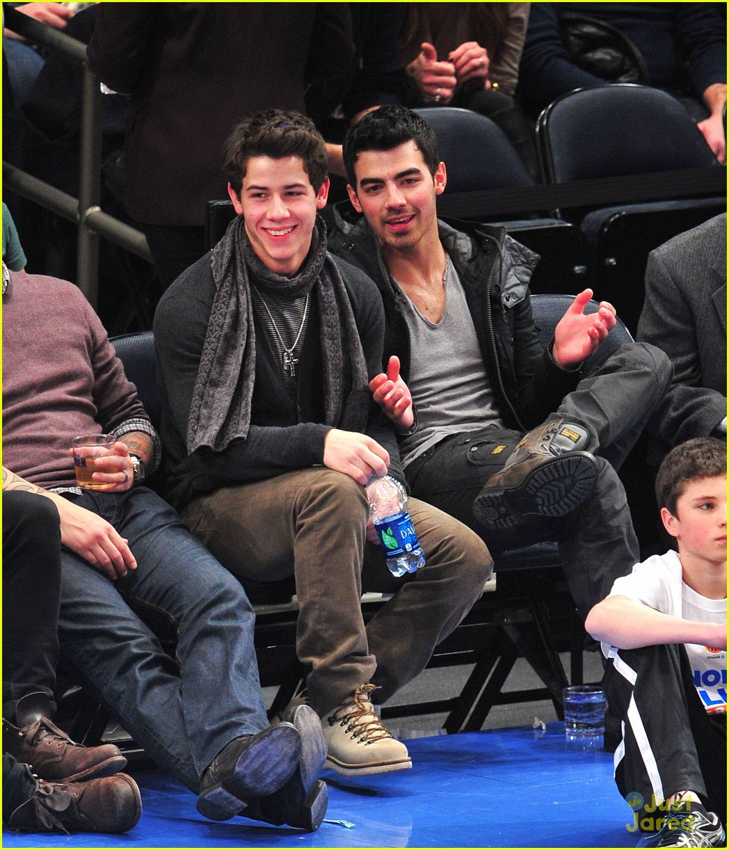 joe nick jonas knicks 09