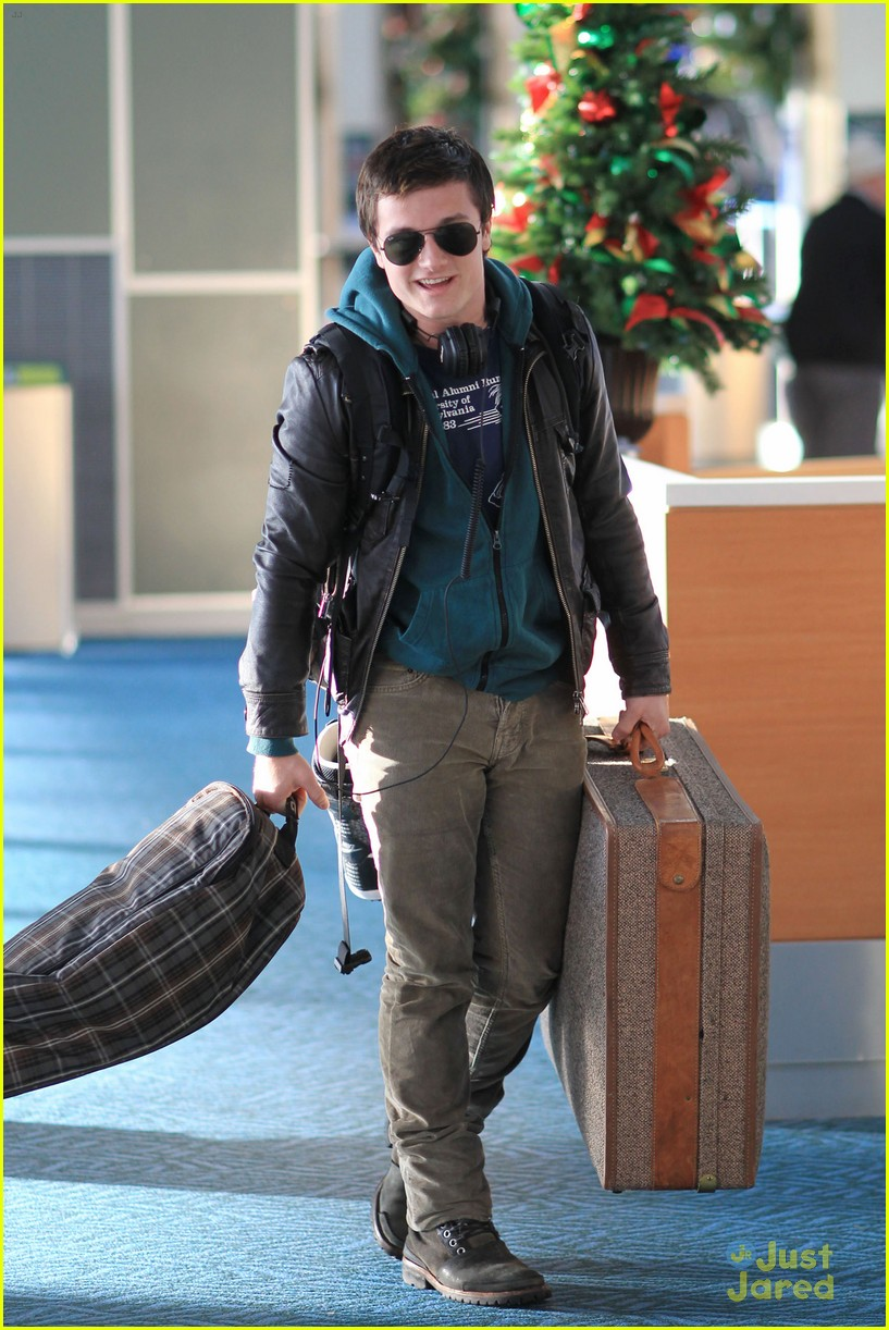josh hutcherson zoey deutch vancouver 13