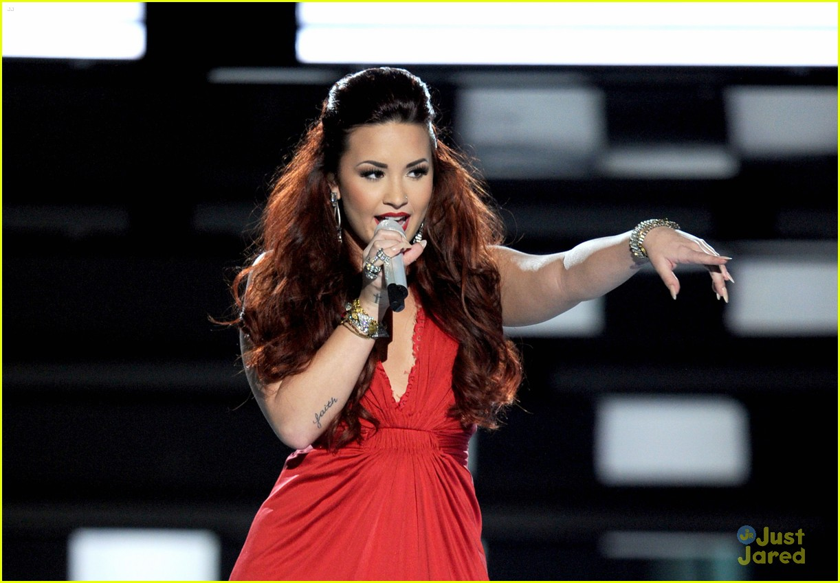demi lovato pca performance 11