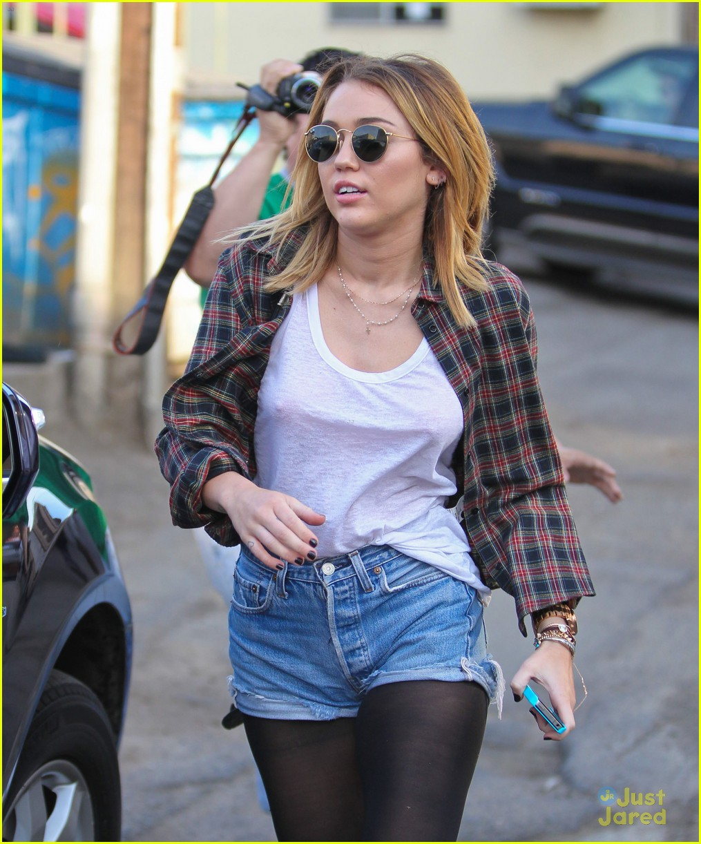miley cyrus wakcano woman 12