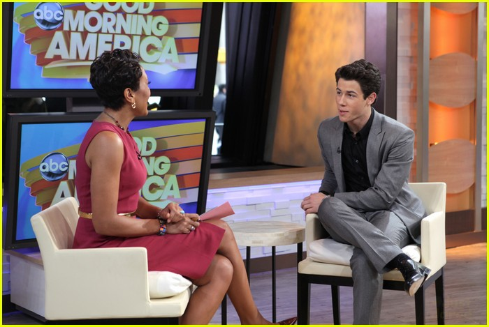 nick jonas gma 01