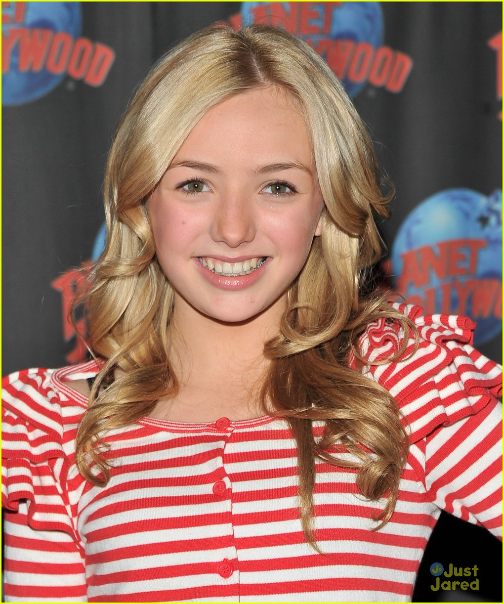 peyton list planet hollywood 07