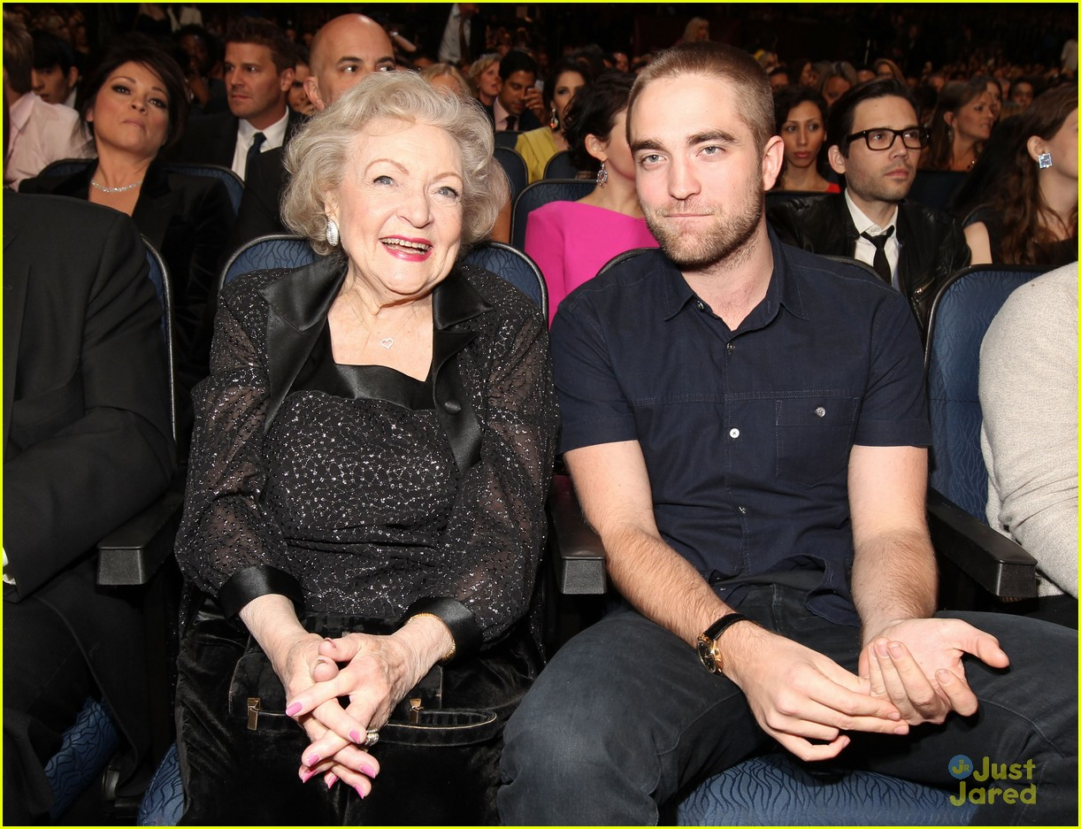 robert pattinson betty white pcas 05