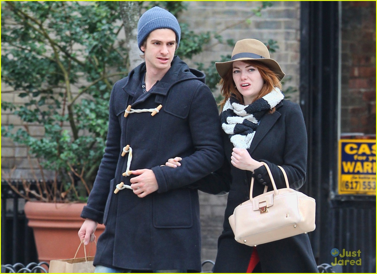 emma stone andrew garfield kiss nyc 02