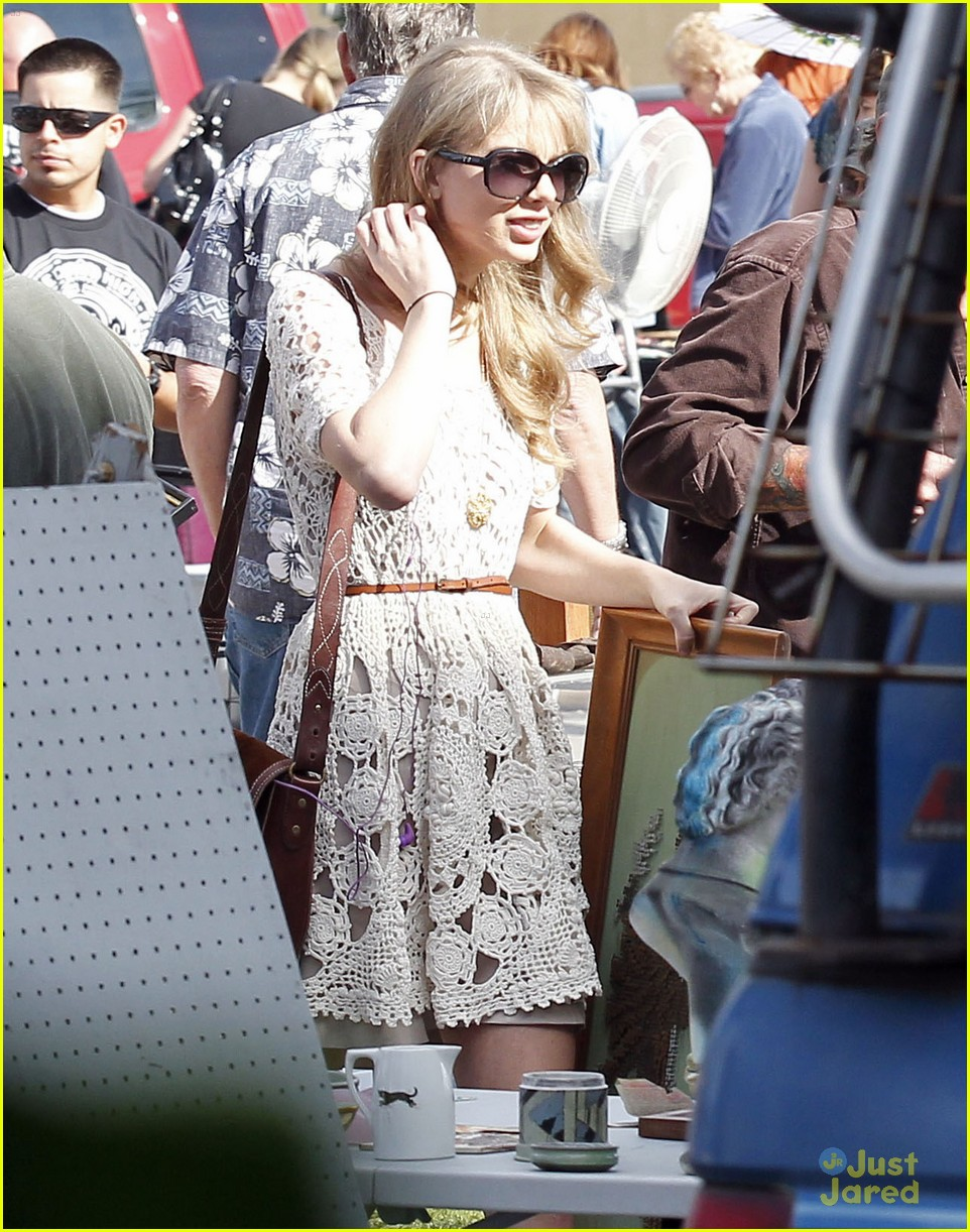 taylor swift flea market 09