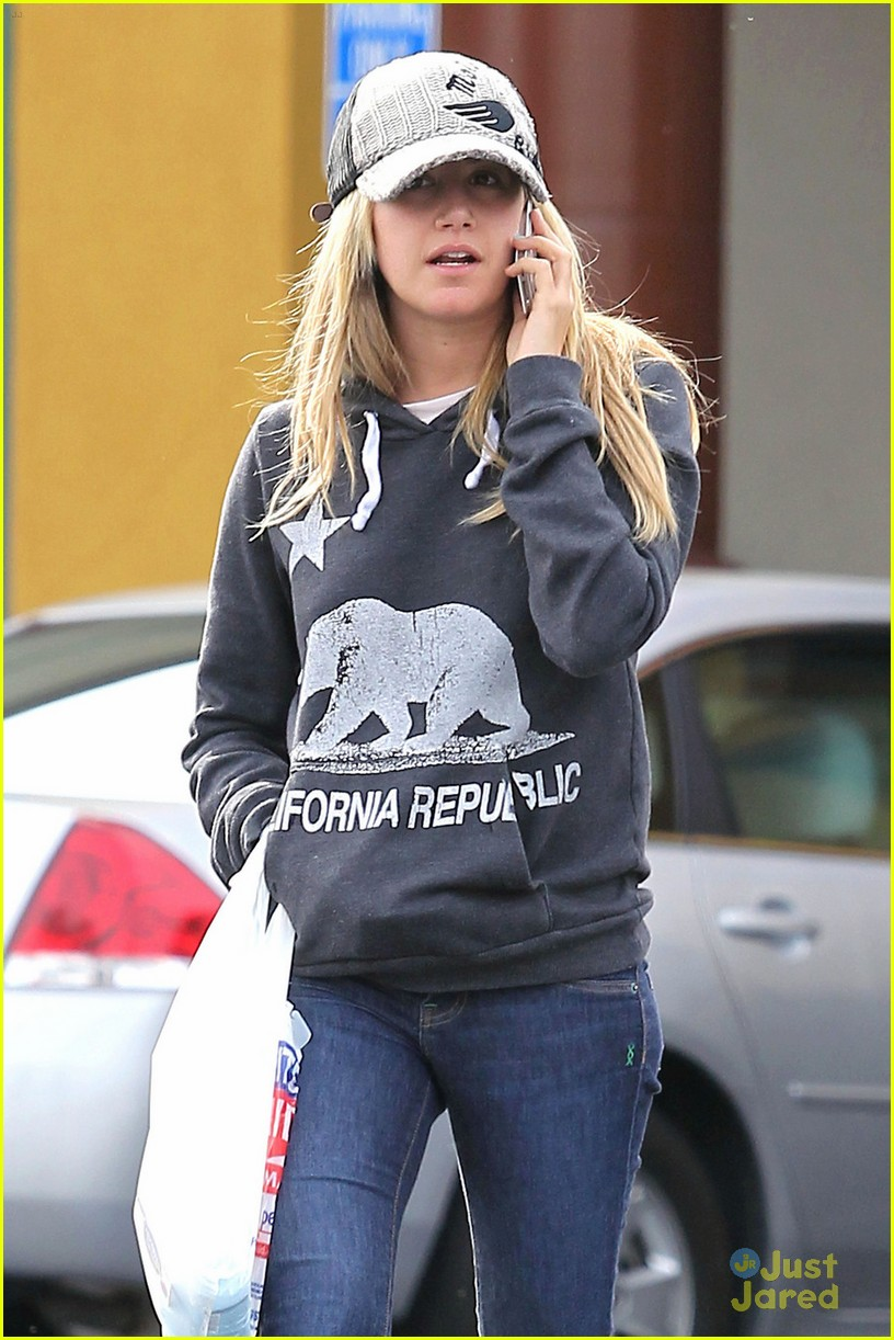 ashley tisdale rite aid run 02