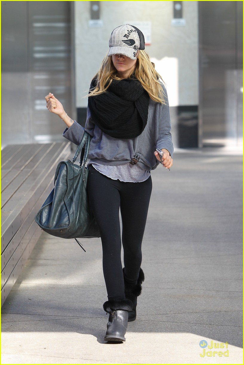 ashley tisdale equinox workout 01