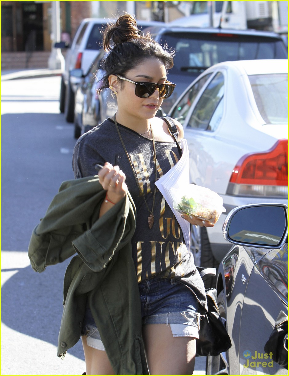 vanessa hudgens breakers rehearsal 05