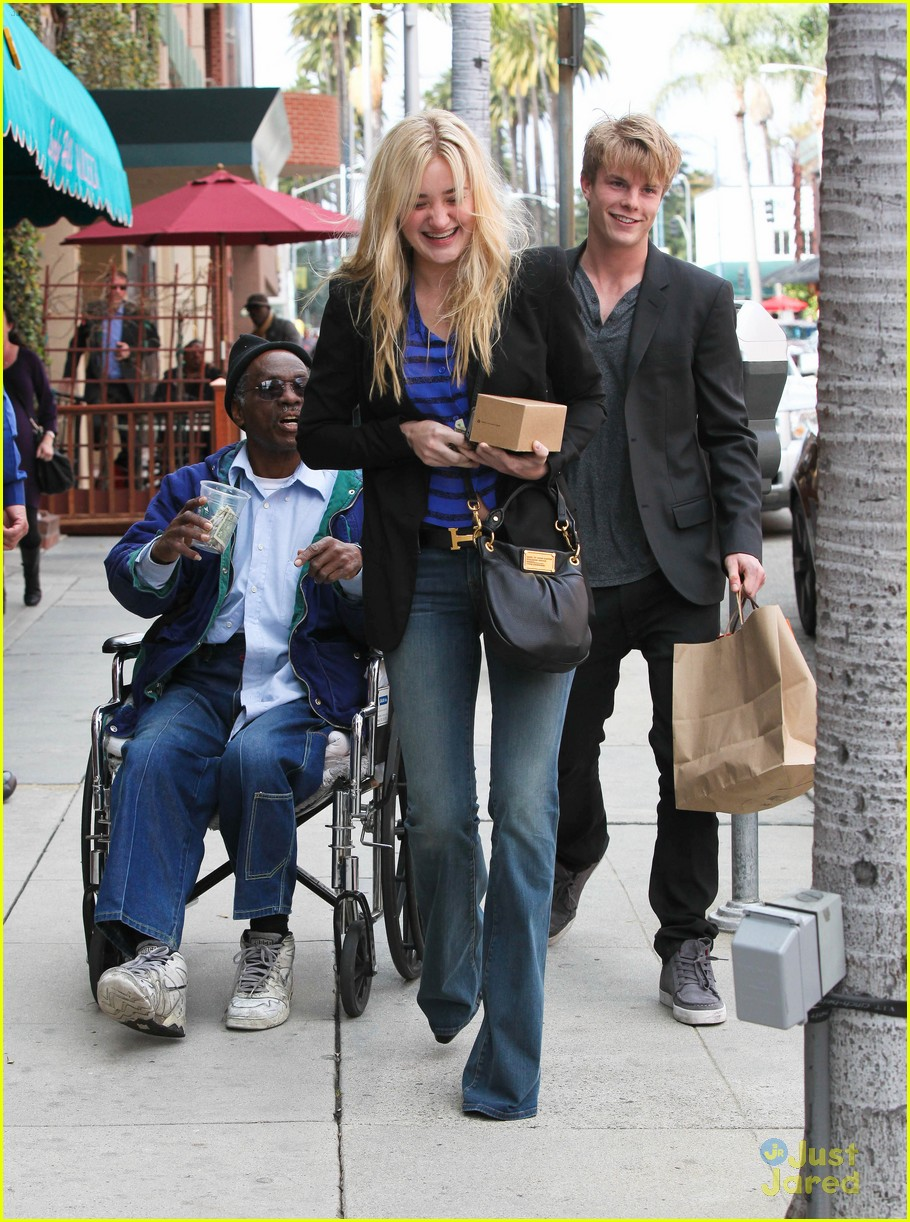 aj michalka hug homeless 09
