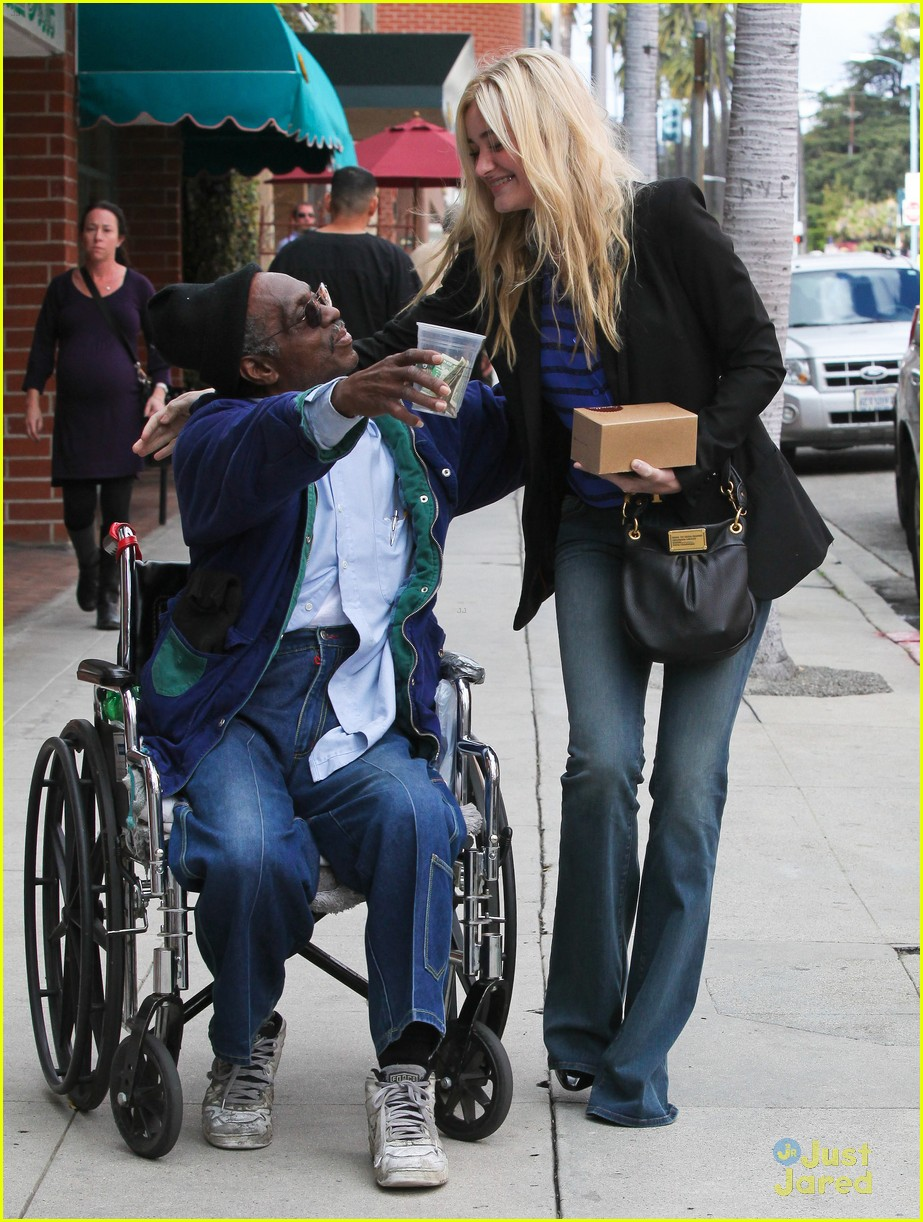aj michalka hug homeless 10